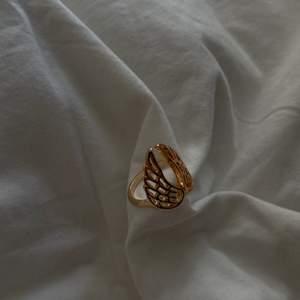 Säljer denna sjukt snygga ring då den inte kommer till användning. Superduper fin. 💗💗