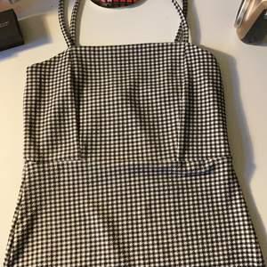 Fin rutig klänning som inte används från GinaTricot. köparen står för frakten❤️❤️