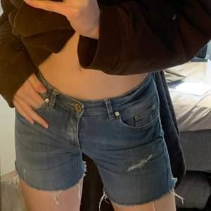 så så så bekväma jeansshorts, men tyvärr blivit för små för mig