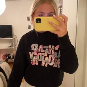 Asball sweatshirt från Cheap Monday. Stor i storlek så passar XS-M då den är i herrmodell. Nypris 500kr. Väldigt bra skick! 💘 köparen står för frakt