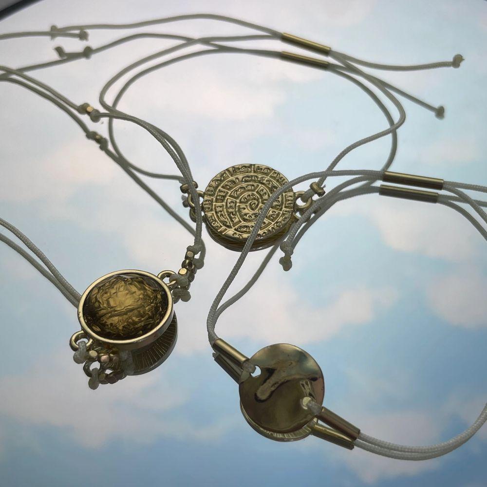 Dessa sjukt snygga guldsmycken från H&M, aldrig använda. 25kr + fraktkostnad. . Accessoarer.