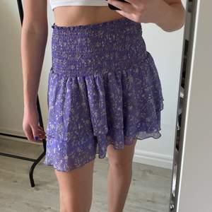 Säljer denna sommar kjol från BikBok💜