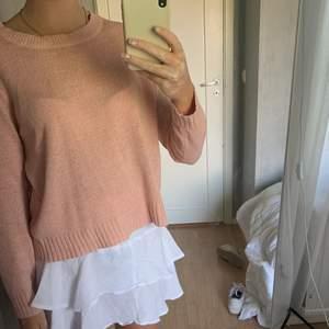 Säljer min rosa stickade tröja. Söt tröja i storlek M från h&m. Tröjan har en jätte fin rosa färg. Super snygg att ha på sommar kvällar eller på vintern. Kom privat ifall du har fler frågor💘