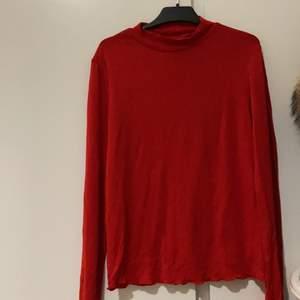 Röd tröja,perfekt till våren ❣️