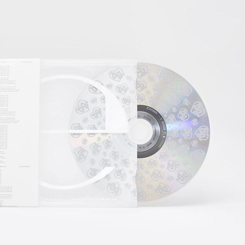 """Ecco2k's 2nd burn av """"E"""" albumet som jag säljer då jag inte fått någon användning av CD:n. Ligger fortfarande inplastad samt oanvänd, kommer med en """"hidden track"""". *bilderna är tagna från hemsidan men skicka DM så kan jag skicka bild vid intresse*. Övrigt."""