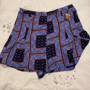 Superfina shorts som är pösig och super bekväm. Har använt den fåtal gånger. Storlek 36 men passar även en storlek större och mindre