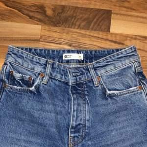 Jättefina jeans i storlek 36, aldrig använt. Från Gina tricot