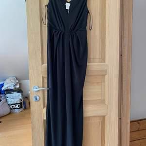 Svart långklänning i nyskick