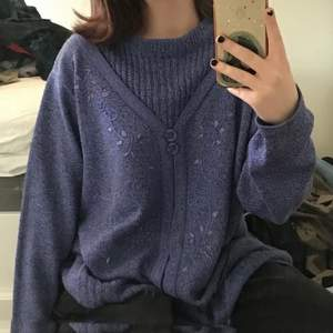 lila tröja köpt på plick, säljer pga att den inte riktigt är min stil men den är superfin och sitter perfekt på! den är i fint använt skick. första två bilderna är förra säljarens.