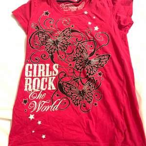 snygg T-shirt 🦋