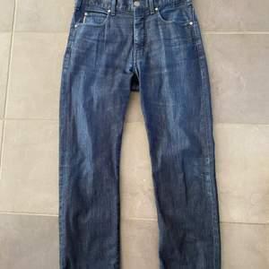 Jätte snygga Armani byxor som är köpta på plick, de är inte true to size, strlk är W31 och L34 men passar som 30/30, den har regular fit