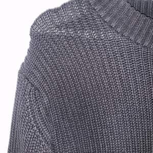 Snygg stickad tröja från mango. Använd men ändå fint skick. Inte nopprig. Det stickade materialet ser ni tydligt på första bilden 😊 Frakt står köparen för 🚚