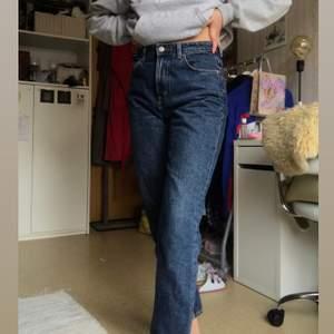 Helt nya boyfriend jeans! Storlek 27/28 (sitter som en 36/38. 70kr, Frakt tillkommer. 🥰