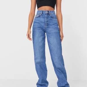 Blåa raka jeans från asos i storlek 44, slutsålda på hemsidan. Jättefina men var lite för små för mig, 260kr + frakt 🤍