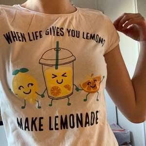 T-shirt köpt på NewYorker för nåt år sedan. Kommer inte riktigt till användning. köparen står för frakt✨