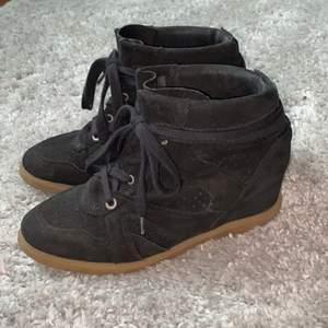 Isabel Marant-liknande skor ifrån Pavement. Knappt använda och i ett väldigt bra skick. Storlek 36.