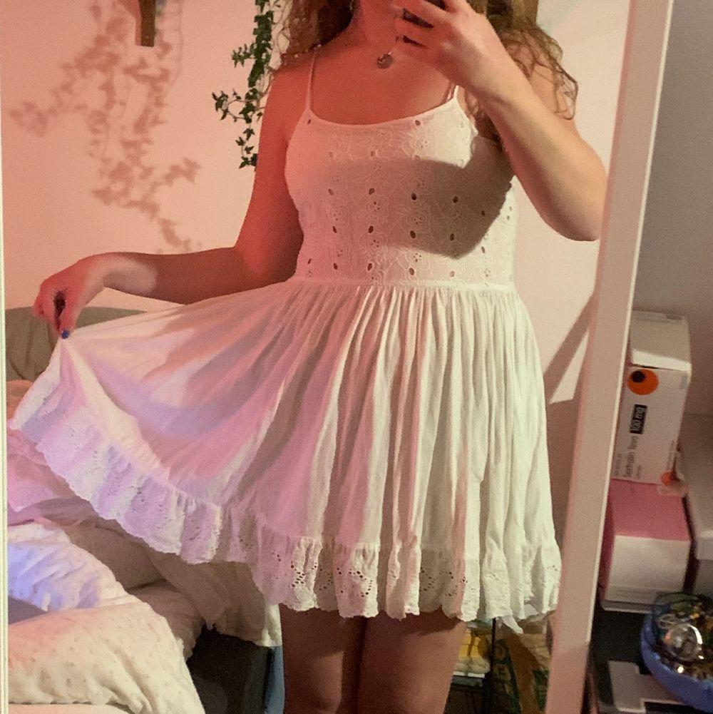 Har köpt massor av student klänningar som jag inte orkar lämna tillbaka! Så här är till alla er studenter/ sommar galningar 🥳. Klänningar.