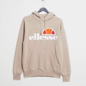 Super fin hoodie nästan helt ny. Orginal pris 600kr