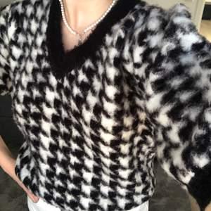 Mönstrad kortärmad tröja med ballongärmar💕från nakd storlek S