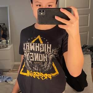 Super skön t-shirt till sommaren i storlek xs 🤍(gratis frakt)