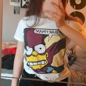 Hej! Säljer denna ascoola tshirt, storlek xs/s. Använd 1-2 gånger då det inte riktigt är min stil. Köparen står för frakten (48kr) och plagget tvättas självklart innan frakt❤️