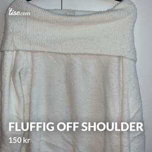 Super skön off shoulder tröja som har långa ärmar. Kan användas sent på en sommar kväll tex eller mot hösten.