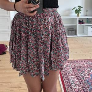Summer floral skirt , waist elastic     Good Condition.