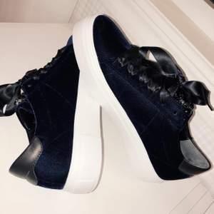 kennel & schmenger skor i mörkblå. Använt Max 5 gånger, dom är som helt nya. Köppte dom för 2000kr❤️😗