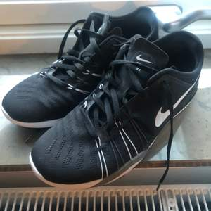 Nike träningsskor, aldrig använda. Storlek 38,5.