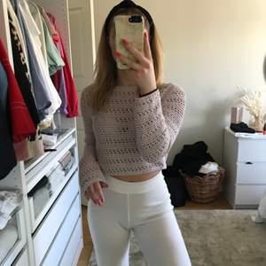 Pastell lila stickad tröja i storlek XS.