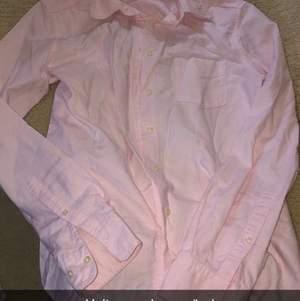 Säljer nu min finaste skjorta  Skjortan är i jättebra skick det går att pruta