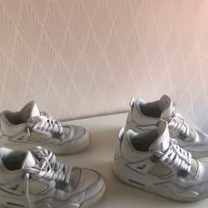 Säljer två par Jordans, samma modell, som båda är storlek EUR 38. Originalpriset ligger på ca 1500kr och nuvarande priset på ca 3000kr. Vi säljer för 500kr. Priset kan ev ändras. Kommentera/skicka meddelande vid intresse eller frågor! ‼️ENA PARET SÅLDA‼️