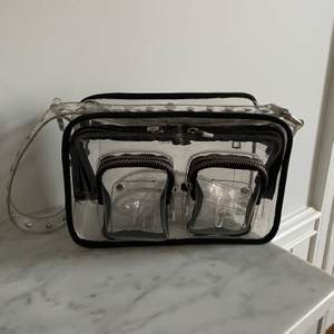 Genomskinlig väska från Nunoo. Mycket bra skick!☺️