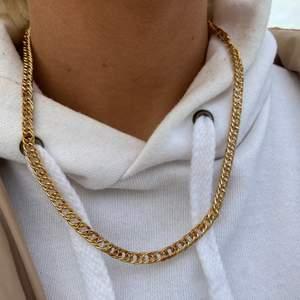 guldkedje halsband  super fint begagnat skick  Pris: 50kr Frakt 12kr (postnord)  beställning sker i vår egna webbshop!( länk i profilen) eller här