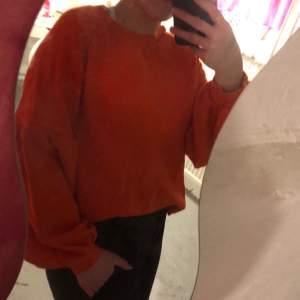 Orange/röd sweatshirt, använd en gång, väldigt fräsch