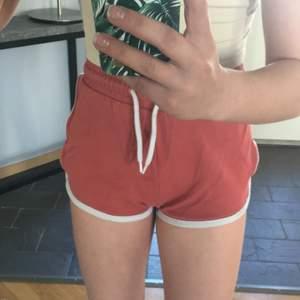 Säljer mina shorts från Cubus. Knappt använda och inga direkta spår av användning. 💞⚡️🌷 Tror ej dem går att köpa längre! Storlek 164/xs ungefär. 💞⚡️💘 Säljer dem för 250kr därav fraktkostnaden ingår. 💕💞🤩 Kan även mötas upp