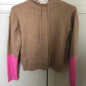 Jättefin sparsamt använd cashmere hoodie från Filippa K . Hör av dig om du är intresserad! Den är inte noppig alls💓