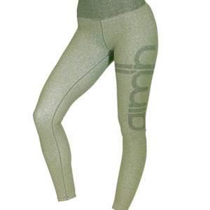 Ett par jättesnygga gröna slutsålda tights från aimn som tyvärr inte kommer till användning. Ny skick🤎 ordinarie pris 700kr