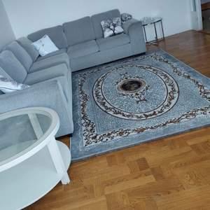 Hej! Säljer en helt ny matta för 1000 kr jag har aldrig anvet den jag säljer den för att den passar inte våran vardags rum. Jag har inte nån husdjur. Jag köpte den för 1500.
