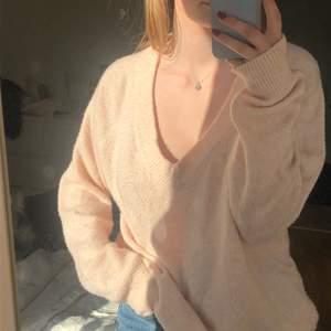 Jättefin ljusrosa stickad. Lite oversized på mig som är en S💓 kan frakta också! (köparen står isåfall för frakten)