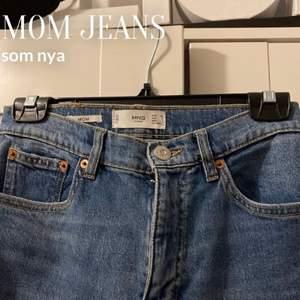 mom jeans från Mango! ursnygga men passar tyvärr inte mig längre, stl 34 och jag är 160 ungefär och dom går ner till anklarna. 250+frakt