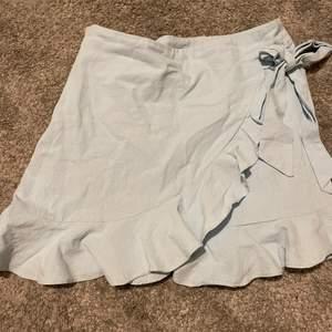 En fin kjol som tyvärr är för liten för mig😕 storlek s💙💙
