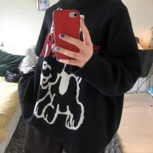 Jätteskön och cool stickad tröja som inte kommit till användning. Snyggt Oversize som på bilden (jag brukar ha S). Köparen betalar frakt 55kr❤️