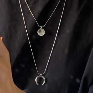 12kr frakt som betalas av köparen och halsbandet är i bra skick