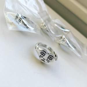 Säljer denna populära, snygga ring i 925  silverpläterig!😍😍 Justerbar så passar alla!🙌🏻💗