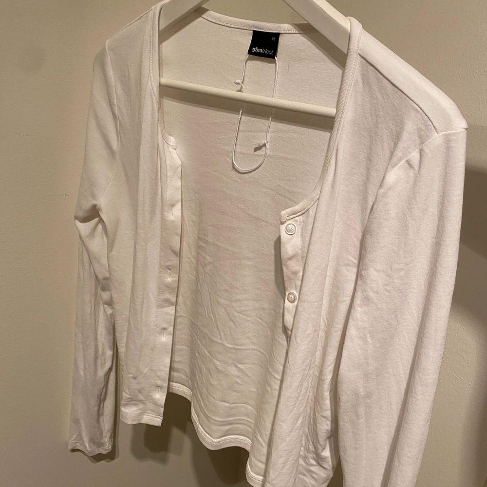 """Oanvänd """"kofta"""" från Gina Tricot! Strl XL men passar mig perfekt som vanligtvis har S/M. Exklusive frakt 💕. Tröjor & Koftor."""