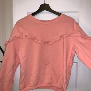 En söt sweatshirt!! Knappt använd. Storlek xs! Köparen står för frakten🤍