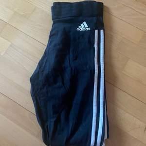 Säljer dessa adidas tights i s för 70 kr + frakt