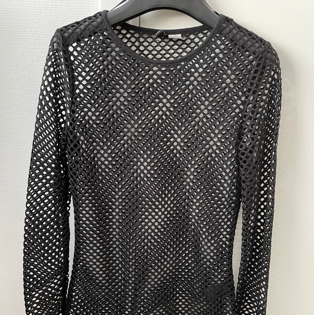 H&M shirt. Worn once.. Skjortor.