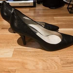 Klassisk sko från Michael kors i äkta skinn i